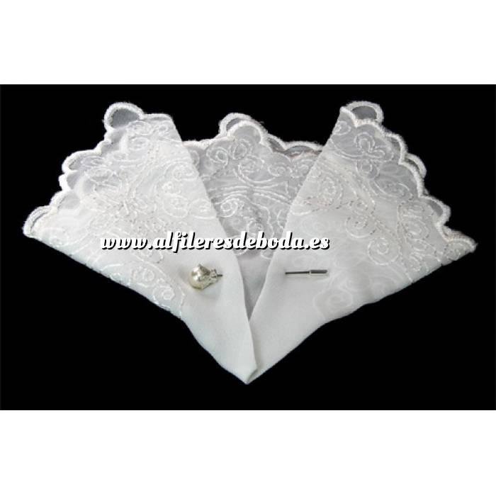 Galería de alfileres de novia originales. Fotos de preparados Alfiler especial 06 sobre Pañuelo para alfiler mod. 02
